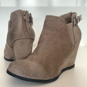 Maurice's Tealyn taupe wedge ankle boot